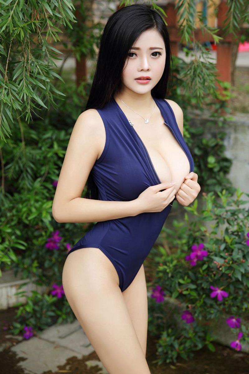 大胸妹林美惠子护士装秀白嫩豪乳性感美图